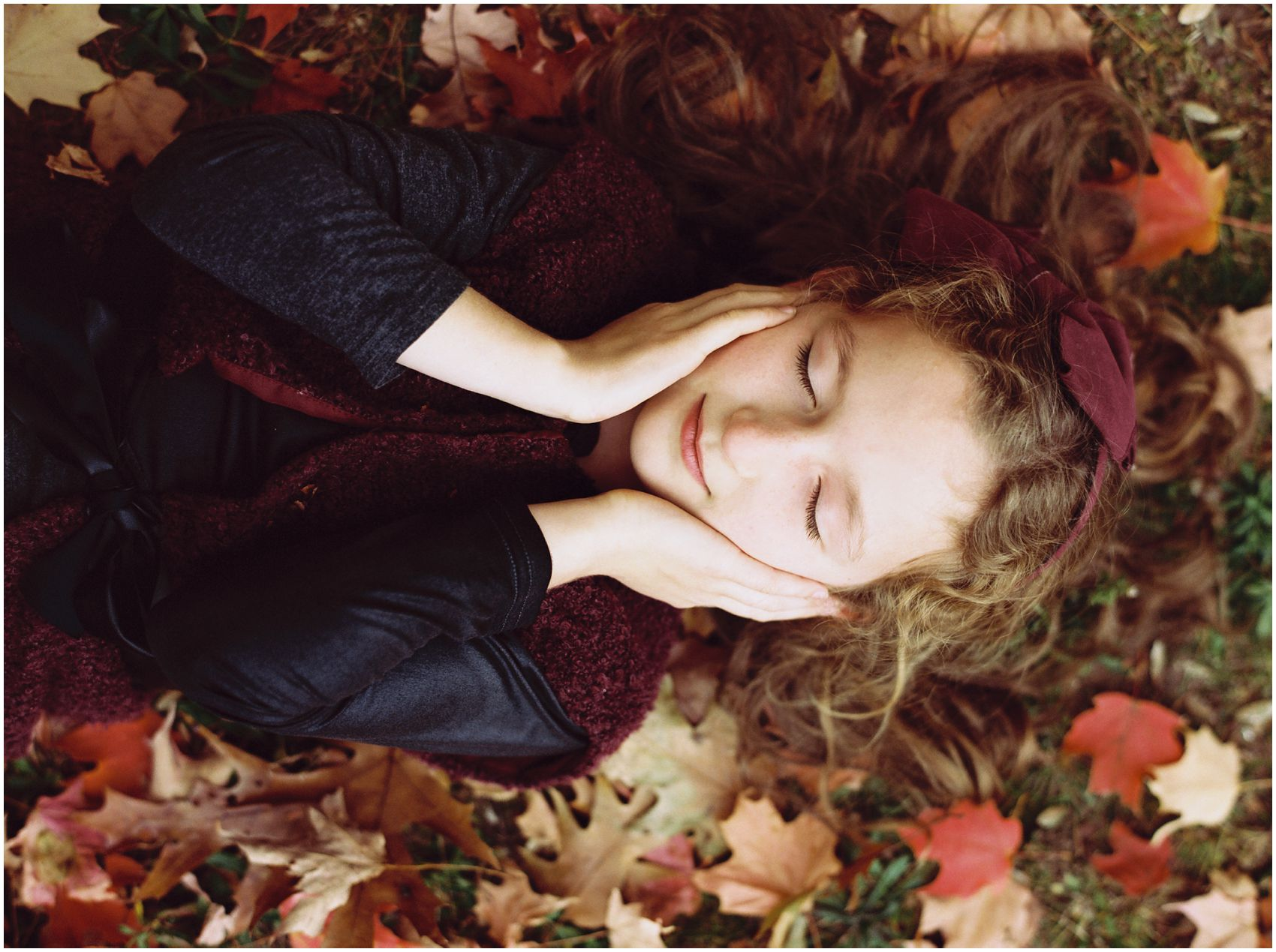 fall portrait of a girl in beautiful foliage
